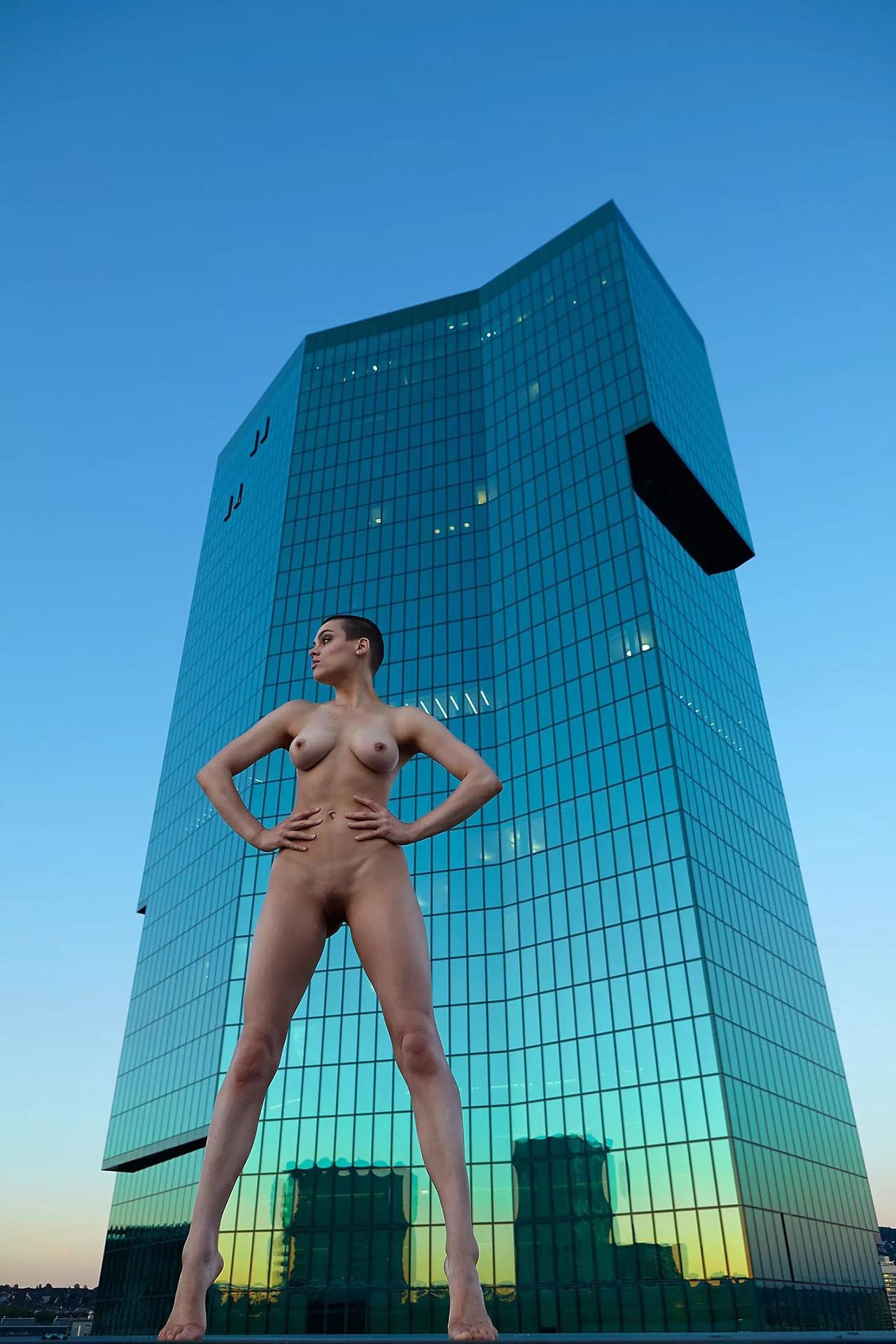 Nina Burri Nude